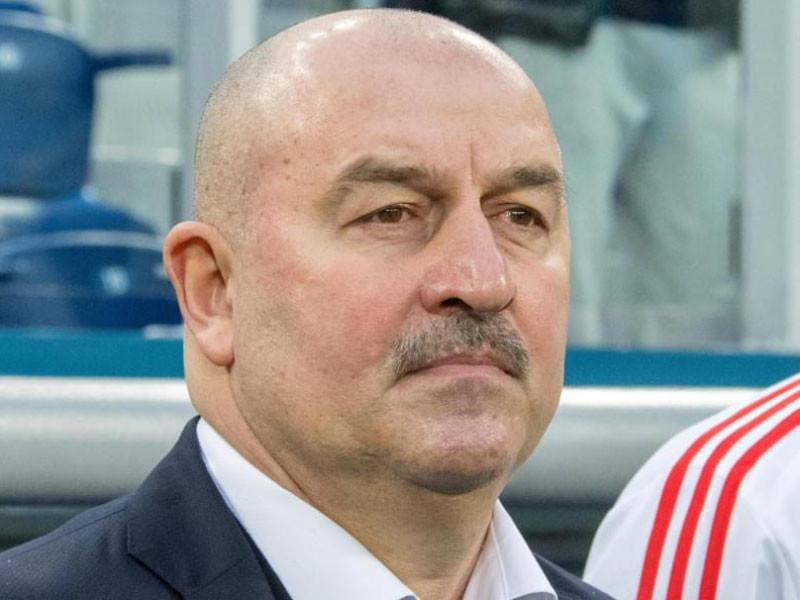 Главный тренер сборной России по футболу Станислав Черчесов не собирается уходить в отставку со своего поста