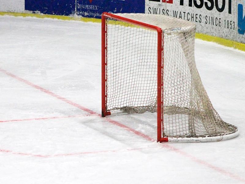 В канадском Эдмонтоне молодежная сборная России по хоккею со счетом 5:3 переиграла команду США в первом матче группового этапа чемпионата мира