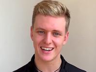 """21-летний немецкий пилот Мик Шумахер подписал контракт с американской командой """"Хаас"""", выступающей в чемпионате мира по автогонкам """"Формула-1"""""""