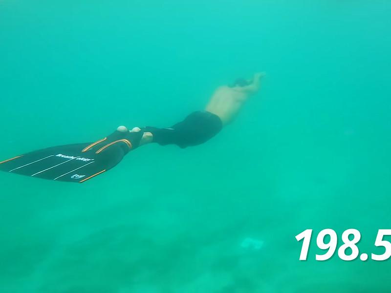 Датский фридайвер проплыл под водой 202 метра, установив мировой рекорд (ВИДЕО)