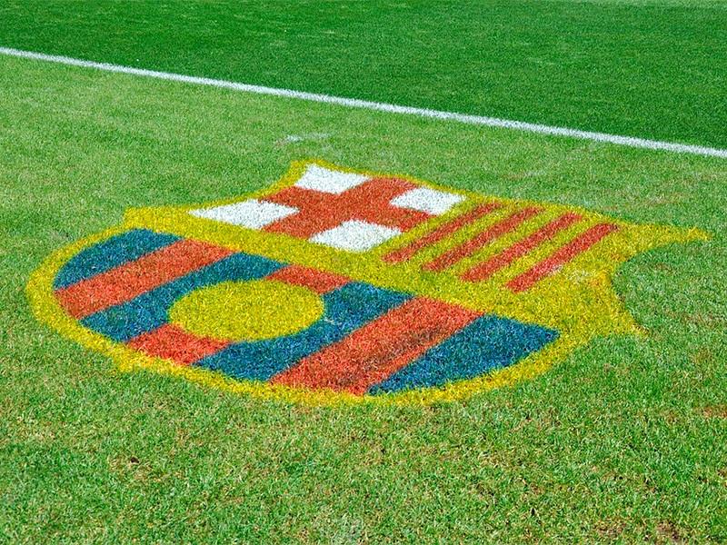 """Футбольный клуб """"Барселона"""" на официальном сайте команды объявил, что подаст судебный иск против испанской газеты El Mundo, которая опубликовала финансовые условия контракта аргентинского форварда Лионеля Месси с каталонцами"""