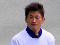"""Футбольный долгожитель Кадзуеси Миура продлил контракт с """"Иокогамой"""" в возрасте 53 лет"""