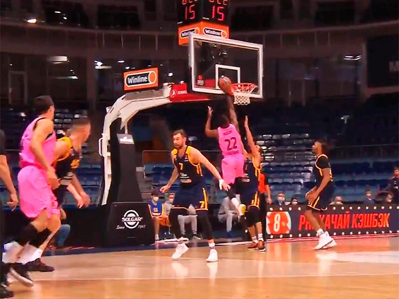 """Подмосковные """"Химки"""" на домашнем паркете уступили испанской """"Барселоне"""" в матче 19-го раунда регулярного сезона баскетбольной Евролиги и продлили серию поражений в престижном турнире до 11 игр"""