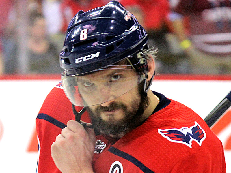 Александр Овечкин открыл счет заброшенным шайбам в новом сезоне НХЛ