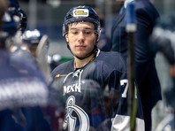 19-летний хоккеист клуба МХЛ Тимур Файзутдинов умер в реанимации после удара шайбой
