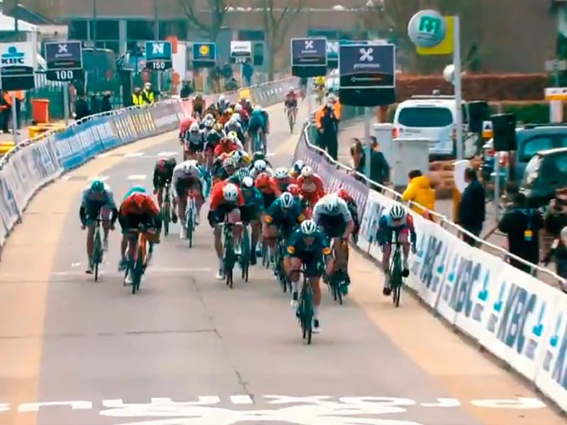 Финиш велогонки Omloop Het Nieuwsblad