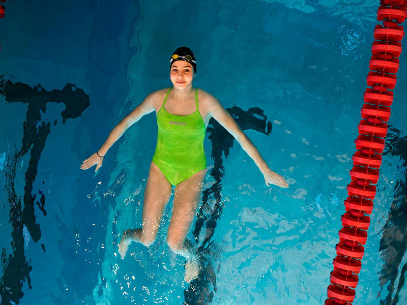 Стриминговая платформа Netflix снимает фильм про пловчиху Юсру Мардини, получившую всемирную известность после побега из Сирии и выступления на Олимпийских играх 2016 года
