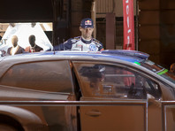 Семикратному чемпиону мира по ралли пришлось уезжать от полицейских, чтоб продолжить гонку