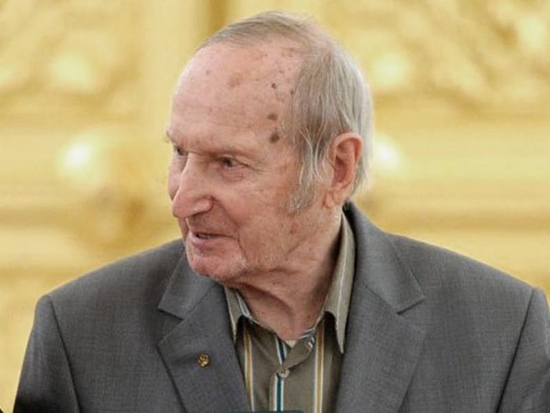 Олимпийский чемпион, двукратный чемпион мира по хоккею в составе сборной СССР Виктор Шувалов скончался на 98-м году жизни