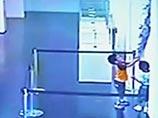 В Шанхае дети случайно разбили и дали новую жизнь экспонату на выставке в Музее стекла (ФОТО, ВИДЕО)