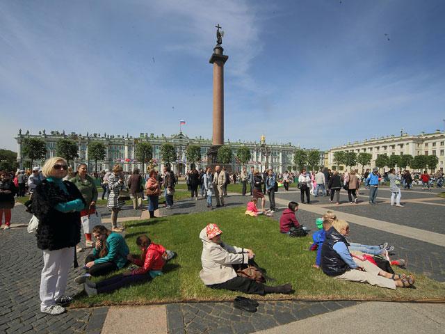 Министерство культуры РФ анонсировало создание огромного кинотеатра под открытым небом на Дворцовой площади в Санкт-Петербурге