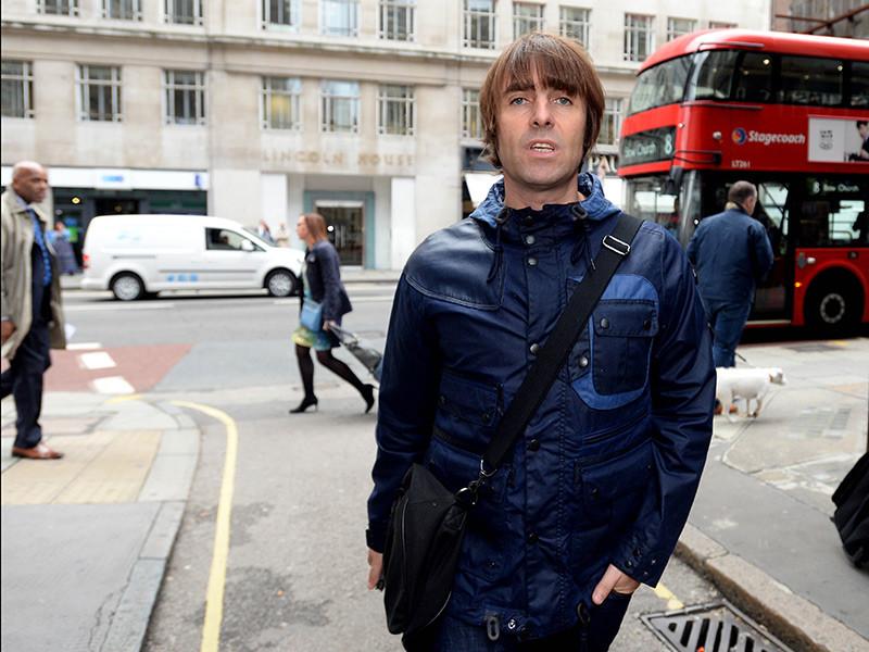 Британский рок-музыкант, бывший вокалист группы Oasis Лиам Галлахер извинился за свои слова о российских футбольных болельщиках, которые пользователи сети сочли гомофобными