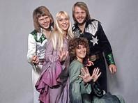 Шведский музыкальный квартет был создан в 1972 году. За 10 лет существования группа ABBA, названная так по первым буквам имен солистов, выпустила восемь альбомов, завоевав славу самого успешного коллектива Скандинавии