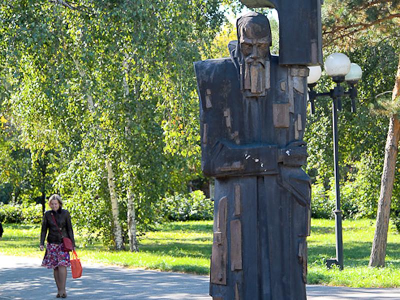 В Омске к Дню города решили обновить памятник Федору Достоевскому, расположенный в сквере недалеко от Омской крепости, где отбывал наказание писатель
