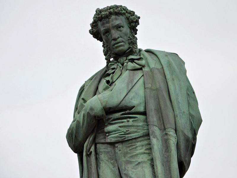 Памятник Пушкину в Москве утратит голубизну после реставрации