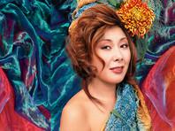 Анита Цой отметила вместе с поклонниками Виктора Цоя день рождения легендарного рокера на Арбате (ФОТО)