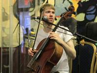 В Москве полиция задержала музыканта за игру на улице, отобрав виолончель до суда