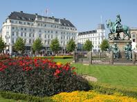 Скандальная фотовыставка обнаженной женской натуры открылась на площади Нюторв в Копенгагене после семи месяцев запрета