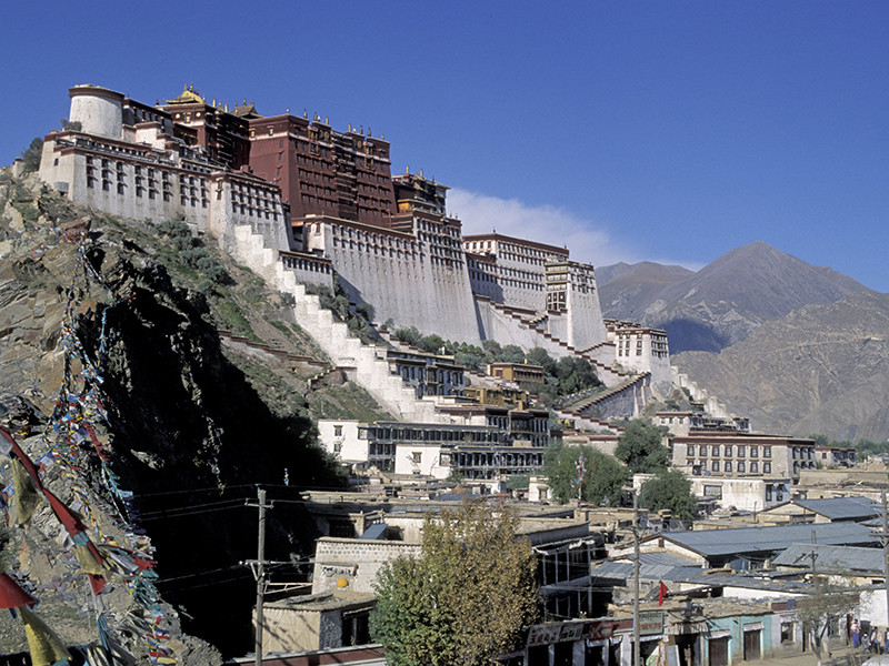 Китайские власти намерены добиться присвоения Лхасе - административному центру Тибетского автономного района КНР - статуса города мирового культурного значения