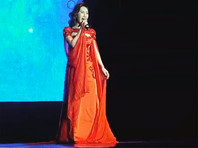 Китайская певица, подражающая Витасу, приехала в Россию за автографом своего кумира