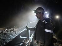 Кемеровский учитель ко Дню шахтера вырезал из бумаги гигантские картины о добыче угля