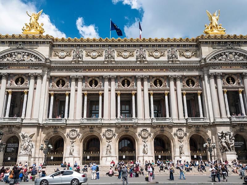 Во Франции государственные аудиторы упрекнули руководителей балетной труппы Парижской оперы за космические суммы, потраченные на такси и оплату автомобиля с водителем для приглашенной звезды