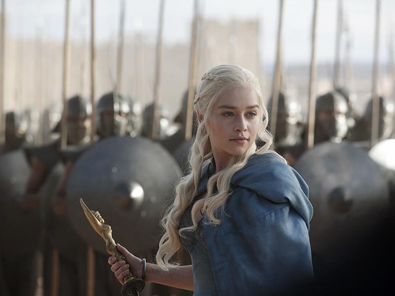 """В Испании, где начинаются съемки нового сезона """"Игры престолов"""", для набора в массовку решено набрать мужчин и женщин, имеющих военный опыт"""