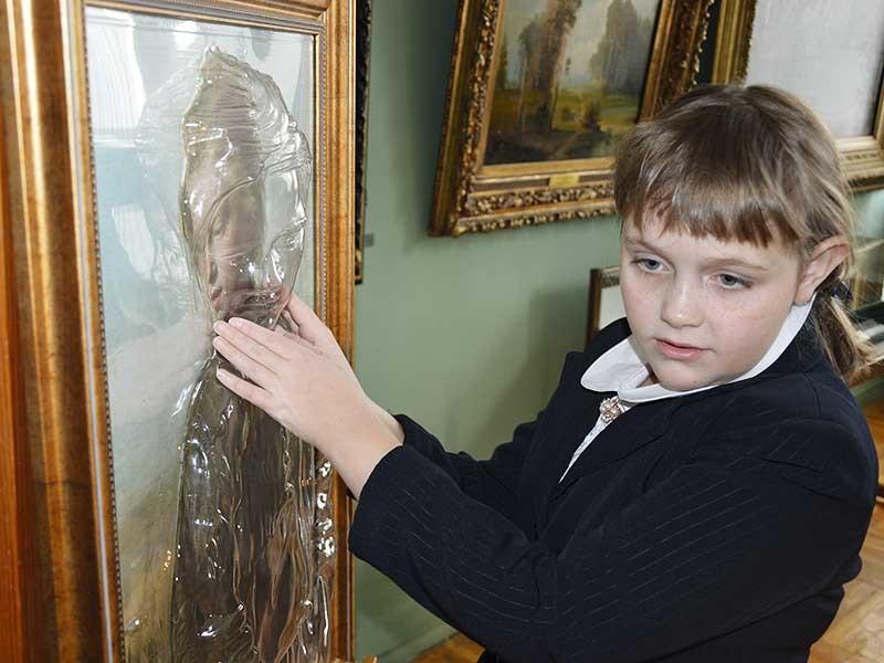 """Первая доступная незрячим людям картина появилась в Иркутском художественном музее им. В. Сукачева в рамках проекта """"Трогательного искусство"""""""