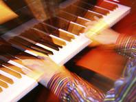 В Якутске рабочие случайно выкинули раритетный рояль за полмиллиона