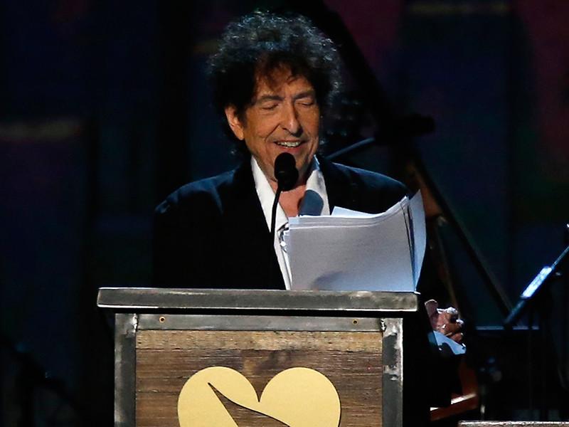 Творческая карьера 75-летнего американского автора-исполнителя, художника, писателя и актера Боба Дилана продолжается уже более пяти десятилетий