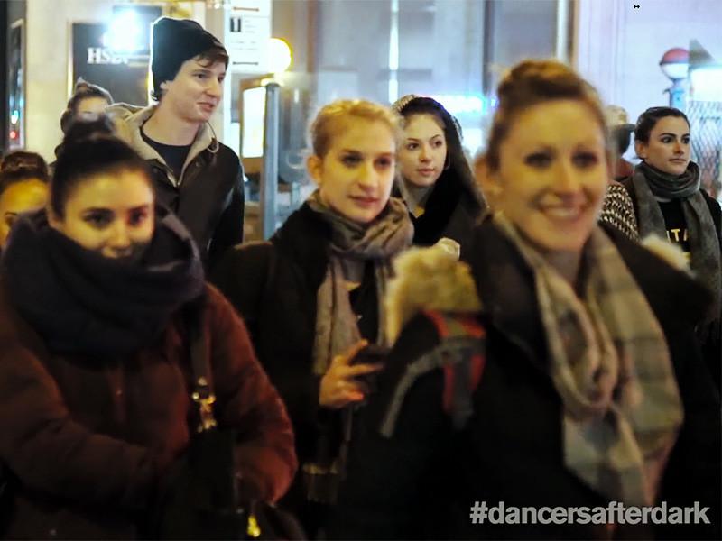 Балетные танцоры обнажились на улице сотни городов ради фотопроекта