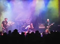 Лидер метал-группы Trap Them продолжил петь после того, как сломал обе ноги насцене (ВИДЕО)