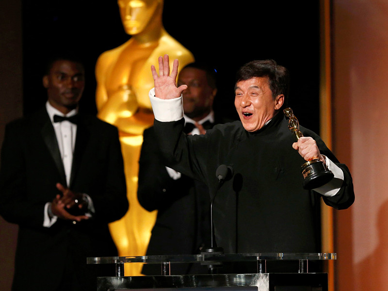 """Актер Джеки Чан получил в субботу почетную премию """"Оскар"""" за выдающийся вклад в кинематограф (Academy Honorary Award)"""
