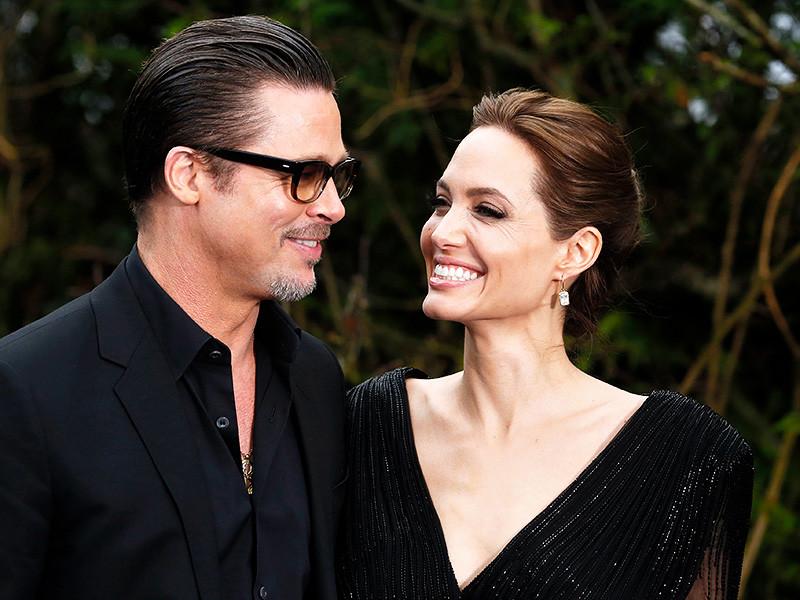 Представители американской актрисы Анджелины Джоли сообщили, что она и ее муж Брэд Питт договорились об условиях опеки над их шестью детьми