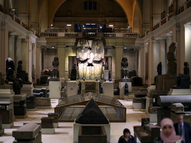 Национальный музей Египта, содержащий самое большое в мире собрание предметов древнеегипетского искусства. Он был открыт в 1902 году. Коллекция музея в настоящее время насчитывает около 160 тысяч экспонатов