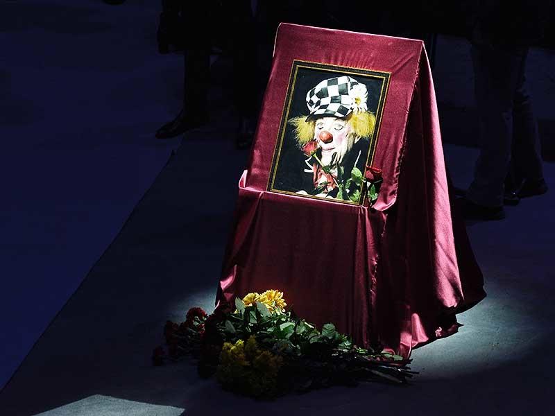 В Ростовском государственном цирке в понедельник, 7 ноября, проходит церемония прощания с легендарным клоуном Олегом Поповым