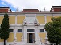Бразильский турист, делавший селфи,  разбил статую архангела Михаила в лиссабонском музее старинного искусства