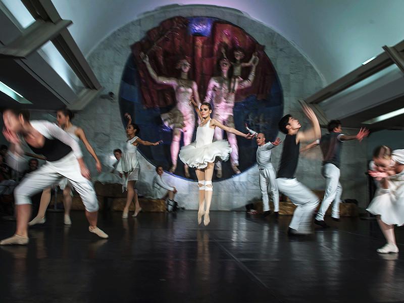 """Более миллиона человек по всей России стали участниками акции """"Ночь искусств"""", а количество мероприятий, проведенных в регионах, увеличилось вдвое по сравнению с прошлым годом, подсчитали в Министерстве культуры РФ"""
