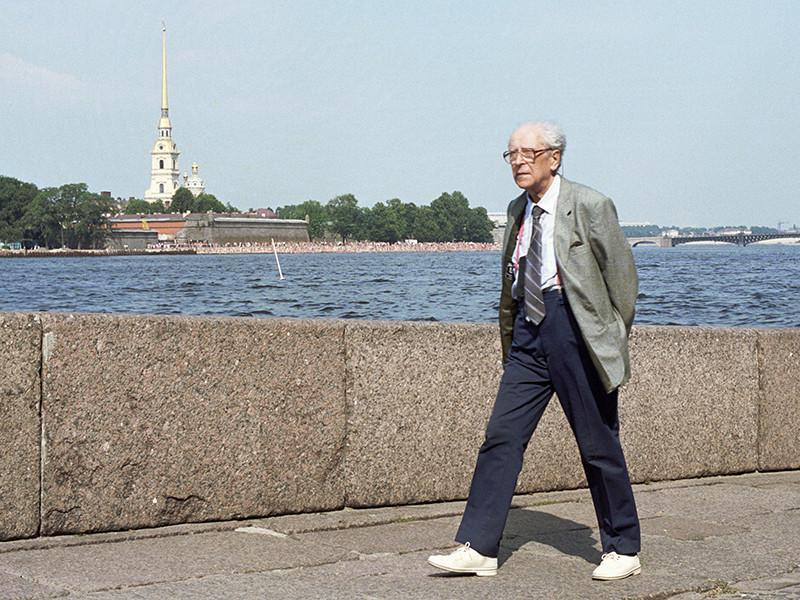110-летие со дня рождения филолога, одного из символов российской интеллигенции, первого почетного гражданина Санкт-Петербурга Дмитрия Лихачева омрачилось неприятным инцидентом