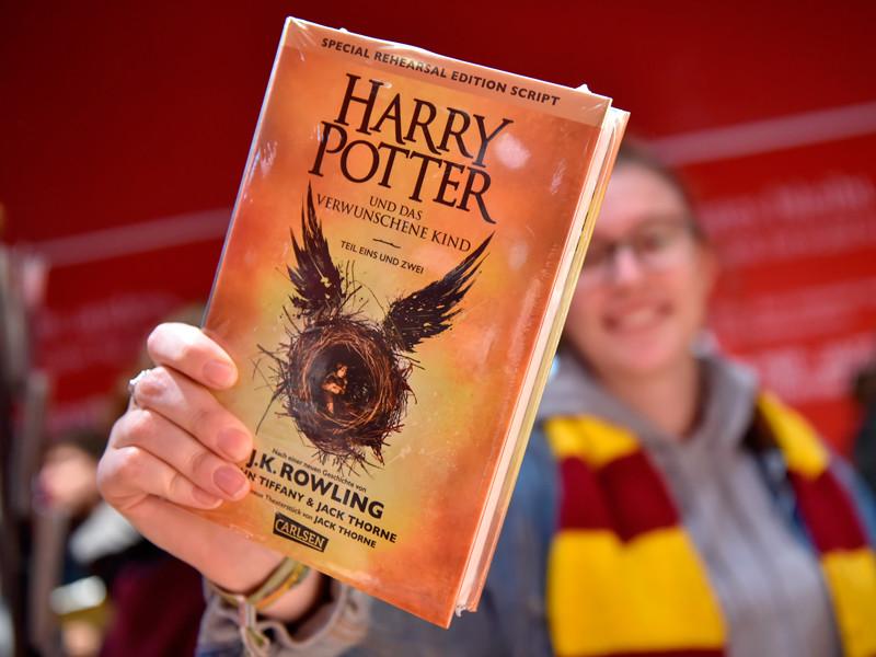 """""""Гарри Поттер и проклятое дитя"""" - на первой строчке в списке бестселлеров-2016 Amazon"""