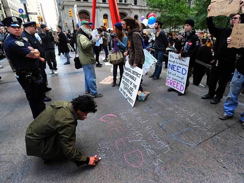 """Актер и режиссер Алек Болдуин получил роль в комедийной драме """"Народ"""" о событиях 2011 года в США, когда по ряду крупных городов прокатились акции протеста """"Оккупируй Уолл-стрит"""" против современной финансовой системы и ее диктата"""