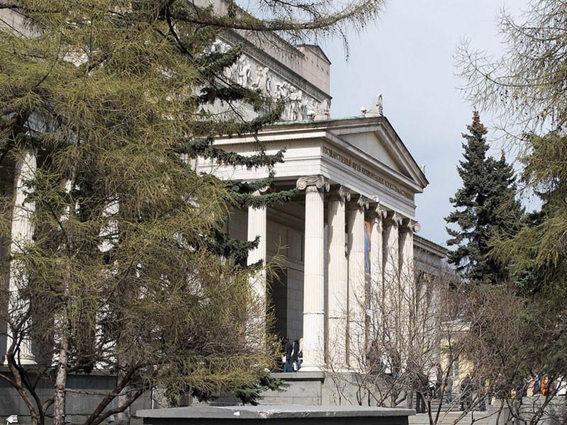 Пушкинский музей 24 января откроет выставку, посвященную одноименным графическим циклам Франсиско Гойи и Сальвадора Дали - испанских художников из разных эпох