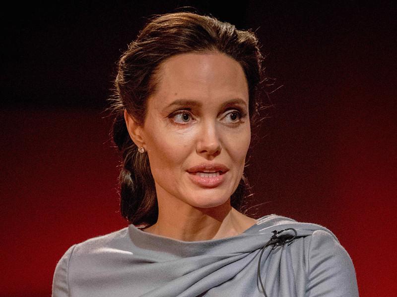 Анджелина Джоли, которая все меньше снимается в кино и все больше времени уделяет общественной деятельности, окончательно переезжает в Лондон с детьми ради работы в ООН