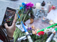 """В США фанаты """"Звездных войн"""" зажгли световые мечи в память о Кэрри Фишер"""