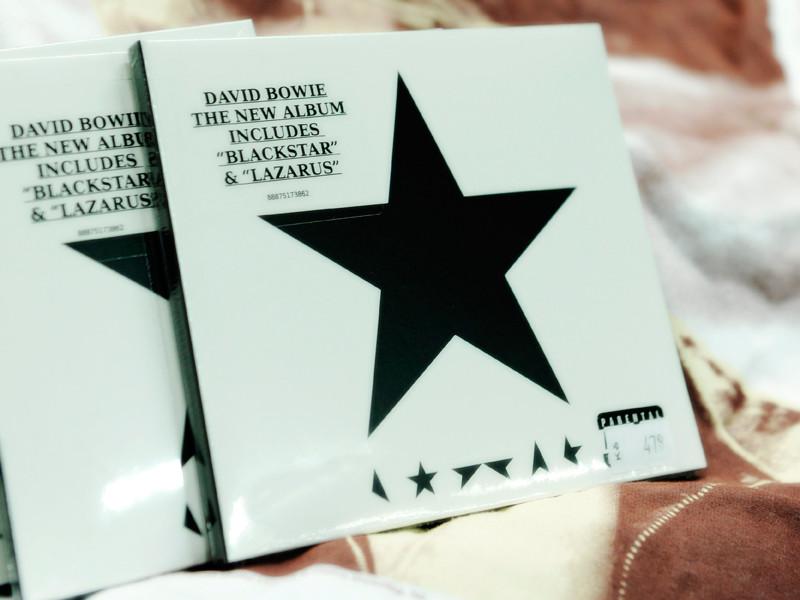 """Россияне назвали лучшим альбомом года Blackstar Дэвида Боуи - """"Афиша"""""""