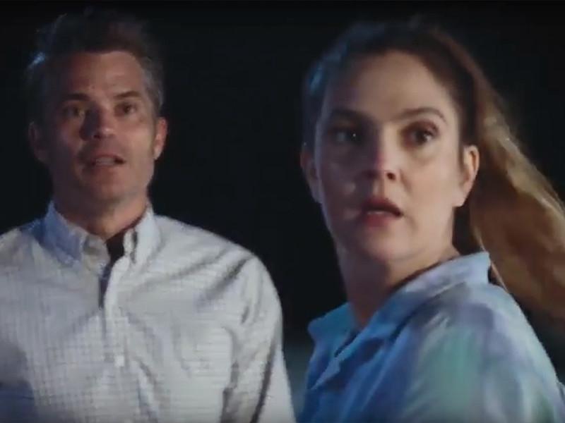 По сюжету супруги Джоэл (Тимоти Олифант) и Шейла работают в агентстве по недвижимости и ведут размеренную, ничем не примечательную жизнь в городке Санта-Кларита в пригороде Лос-Анджелеса. Но все кардинально меняется, когда главная героиня умирает, а затем возвращается к жизни, став зомби
