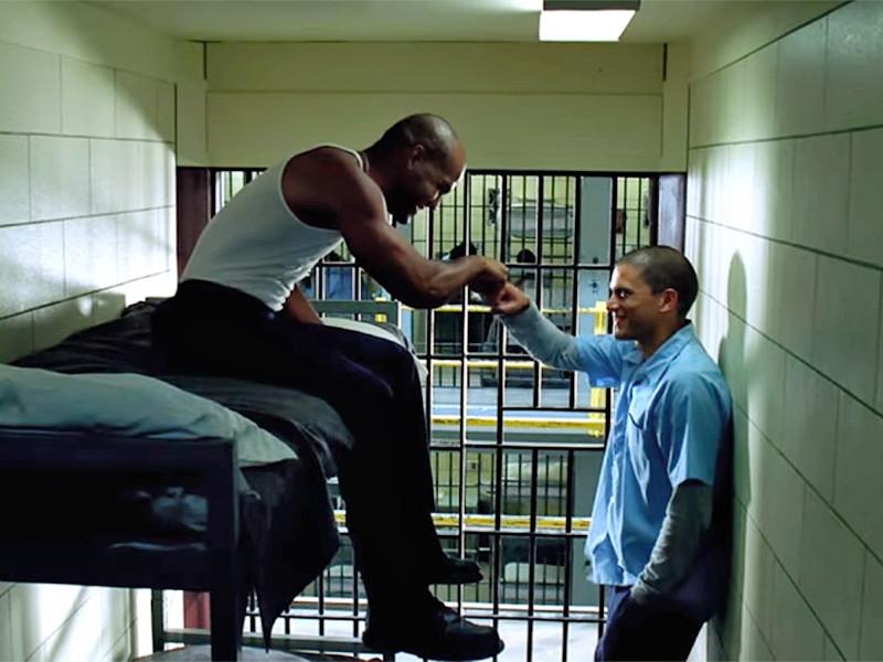 """Телеканал Fox опубликовал новый трейлер пятого сезона сериала """"Побег"""" (Prison Break). Выложенный в Facebook, YouTube и Twitter только за первые сутки набрал более 42 миллионов просмотров, поставив рекорд в Сети"""