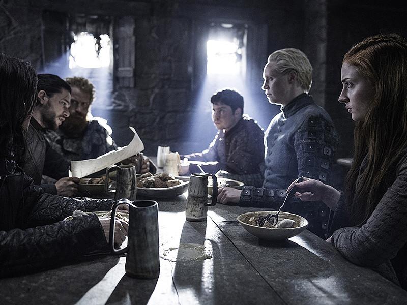"""Руководство телеканала HBO, на котором выходит популярный сериал """"Игра престолов"""", обсуждает возможность создания спин-оффа. В новом проекте будет рассказана предыстория ранее показанного сюжета"""