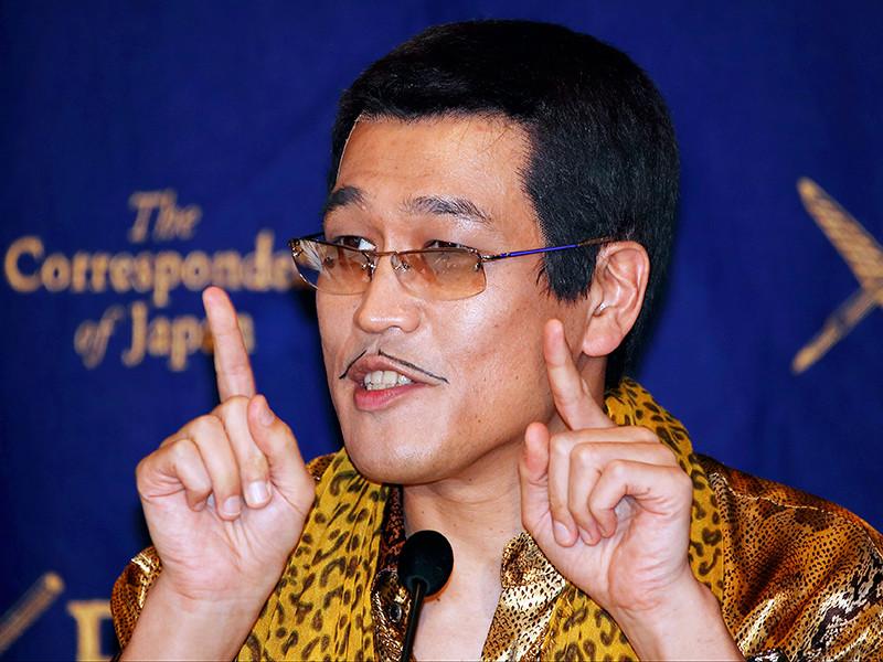Новый хит японского комика и диджея Кацухико Косаки по прозвищу Piko-Taro, ранее прославившегося песней про ананас, яблоко и ручку, стремительно набирает популярность