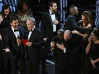 """Затем организаторы поправились, уточнив, что в этой номинации победила лента """"Лунный свет"""" режиссера Барри Дженкинса. Награду вручили Уоррен Битти и Фэй Данауэй"""